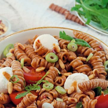 Rollini-Salat mit Sweet-Chili-Dressing